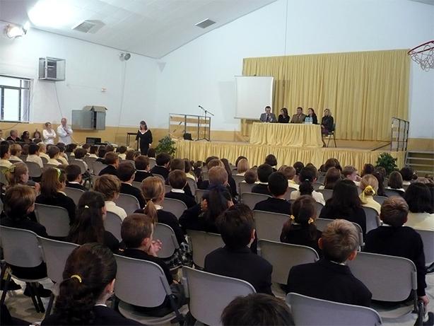 Elena bastidas ha visitado el british school alzira - Librerias en alzira ...